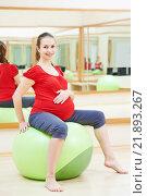 Купить «pregnant woman doing fitness ball exercise», фото № 21893267, снято 3 ноября 2015 г. (c) Дмитрий Калиновский / Фотобанк Лори