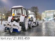 Снегоуборочные машины на улицах города (2016 год). Редакционное фото, фотограф Иван Прокопович / Фотобанк Лори
