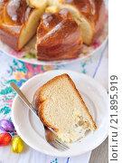 Купить «Ломтик сладкого пирога на тарелке», фото № 21895919, снято 23 апреля 2013 г. (c) Татьяна Ворона / Фотобанк Лори
