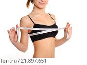Девушка с идеальной фигурой измеряет объем груди. Стоковое фото, фотограф Станислав Симонов / Фотобанк Лори