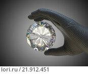 Купить «Большой бриллиант в руке», фото № 21912451, снято 27 марта 2019 г. (c) Арсений Герасименко / Фотобанк Лори