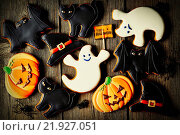 Купить «Halloween homemade gingerbread cookies», фото № 21927051, снято 8 июля 2020 г. (c) easy Fotostock / Фотобанк Лори