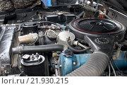 Подкапотное пространство у правительственного лимузина ЗИЛ-41047 (2016 год). Редакционное фото, фотограф Данила Васильев / Фотобанк Лори