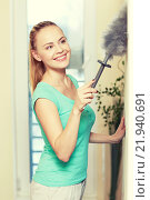 Купить «happy woman with duster cleaning at home», фото № 21940691, снято 25 января 2015 г. (c) Syda Productions / Фотобанк Лори