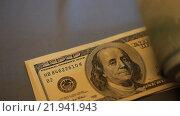 Купить «Много купюр номиналом 100 долларов», видеоролик № 21941943, снято 26 февраля 2016 г. (c) Яна Королёва / Фотобанк Лори