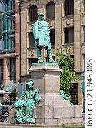 Купить «Памятник Отто фон Бисмарку в Дюссельдорфе, Германия», фото № 21943083, снято 20 мая 2015 г. (c) Михаил Марковский / Фотобанк Лори