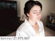 Купить «Портрет молодой женщины с закрытыми глазами», фото № 21975067, снято 30 августа 2015 г. (c) Евгений Майнагашев / Фотобанк Лори