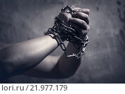 Male hands with chain. Стоковое фото, фотограф Типляшина Евгения / Фотобанк Лори