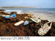 Купить «Old shoes on the beach», фото № 21989735, снято 16 июня 2019 г. (c) easy Fotostock / Фотобанк Лори