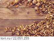 Купить «Walnut kernels and whole walnuts on rustic old wooden table», фото № 22051255, снято 14 февраля 2016 г. (c) Майя Крученкова / Фотобанк Лори