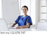 Купить «happy female doctor or nurse writing to clipboard», фото № 22078747, снято 14 марта 2015 г. (c) Syda Productions / Фотобанк Лори