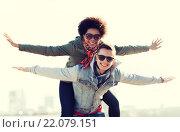 happy teenage couple in shades having fun outdoors. Стоковое фото, фотограф Syda Productions / Фотобанк Лори