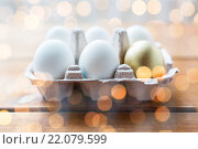 Купить «close up of white and gold eggs in egg box», фото № 22079599, снято 28 января 2016 г. (c) Syda Productions / Фотобанк Лори