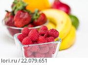 Купить «close up of fresh raspberry and fruits on table», фото № 22079651, снято 26 апреля 2015 г. (c) Syda Productions / Фотобанк Лори
