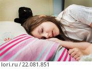 Купить «Девочка спит с котенком», фото № 22081851, снято 7 марта 2016 г. (c) Ермилова Арина / Фотобанк Лори