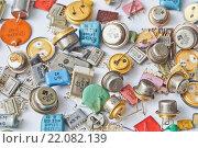 Купить «Советские радиодетали содержащие драгоценные металлы», фото № 22082139, снято 7 марта 2016 г. (c) Sashenkov89 / Фотобанк Лори