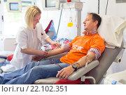 Купить «Донор крови и медсестра в медицинском центре», фото № 22102351, снято 14 мая 2014 г. (c) Matej Kastelic / Фотобанк Лори