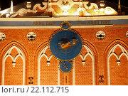 Купить «Куранты на доме Черноголовых, Рига, Латвия», фото № 22112715, снято 5 марта 2016 г. (c) Мальцев Артур / Фотобанк Лори