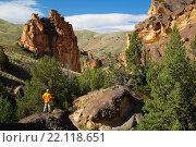 Купить «Hiker with outcrops in Juniper Gulch, Honeycombs Wilderness Study Area, Leslie Gulch Area of Critical Environmental Concern, Vale District Bureau of Land Management, Oregon.», фото № 22118651, снято 6 июня 2015 г. (c) age Fotostock / Фотобанк Лори