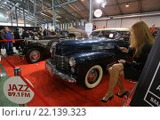 Купить «Темно-синий Cadillac Series 62 Convertible Coupe на выставочной экспозиции XXV Олдтаймер-Галереи И. Сорокина в Сокольниках, Москва», эксклюзивное фото № 22139323, снято 7 марта 2016 г. (c) Алексей Гусев / Фотобанк Лори