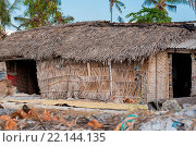 Купить «poor huts of the natives, traditional indonesian poor house - shack on beach, Nusa Penida Island, Toyapakeh. Bali.», фото № 22144135, снято 19 сентября 2018 г. (c) age Fotostock / Фотобанк Лори