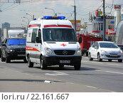 Купить «Автомобиль Скорой медицинской помощи. Носовихинское шоссе. Москва», эксклюзивное фото № 22161667, снято 16 июля 2015 г. (c) lana1501 / Фотобанк Лори