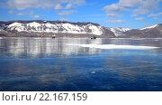 Купить «Байкал. Малое Море. Ледовая переправа. Машина движется по гладкому льду в солнечный день», видеоролик № 22167159, снято 5 марта 2016 г. (c) Виктория Катьянова / Фотобанк Лори