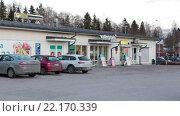 Купить «Парковка магазина шаговой доступности Валинтатало (Valintatalo) в провинции Финляндии. Зима. Городок Калаярви (Kalajarvi)», видеоролик № 22170339, снято 1 февраля 2016 г. (c) Кекяляйнен Андрей / Фотобанк Лори