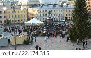 Купить «Обзор Сенатской площади с торговыми рядами вокруг памятника Александру II  во время Рождественской ярмарки. Хельсинки, Финляндия», видеоролик № 22174315, снято 25 января 2016 г. (c) Кекяляйнен Андрей / Фотобанк Лори