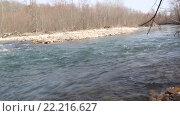 Купить «Бурный перекат на таежной реке», видеоролик № 22216627, снято 8 марта 2014 г. (c) Олег Хархан / Фотобанк Лори