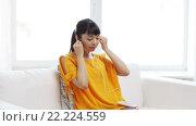 Купить «happy asian woman with smartphone and earphones», видеоролик № 22224559, снято 13 марта 2016 г. (c) Syda Productions / Фотобанк Лори