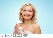 Купить «happy middle aged woman with cream jar», фото № 22225091, снято 27 ноября 2015 г. (c) Syda Productions / Фотобанк Лори