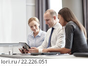 Купить «smiling business people with tablet pc in office», фото № 22226051, снято 25 октября 2014 г. (c) Syda Productions / Фотобанк Лори