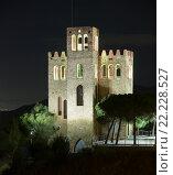 View of Castle Torre Baro in night. Barcelona (2016 год). Стоковое фото, фотограф Яков Филимонов / Фотобанк Лори