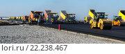 Купить «Укладка асфальта на строительстве новой дороги», фото № 22238467, снято 8 октября 2014 г. (c) Игорь Малеев / Фотобанк Лори
