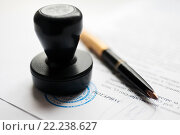 Купить «Штамп нотариуса и перьевая ручка лежат на документах», эксклюзивное фото № 22238627, снято 17 марта 2016 г. (c) Игорь Низов / Фотобанк Лори