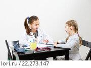 Купить «Дети играют в доктора и пациента», фото № 22273147, снято 28 декабря 2014 г. (c) Ирина Мойсеева / Фотобанк Лори