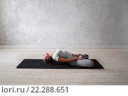 Купить «Молодая девушка показывает упражнения из традиционной йоги», фото № 22288651, снято 9 февраля 2016 г. (c) Евгений Глазунов / Фотобанк Лори