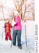 Купить «Две девочки катаются на лыжах в зимнем парке», фото № 22309631, снято 30 января 2016 г. (c) Сергей Новиков / Фотобанк Лори