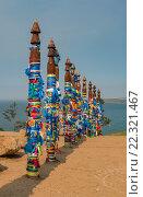 Бурятские столбы с цветными ленточками, озеро Байкал. Стоковое фото, фотограф Юрий Александров / Фотобанк Лори