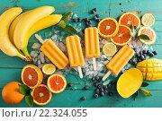 Купить «Манго, бананы и фруктовое мороженое на льду», фото № 22324055, снято 17 марта 2016 г. (c) Елена Веселова / Фотобанк Лори