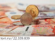 Купить «Российские монеты 1 рубль и 10 рублей на фоне купюр», эксклюзивное фото № 22339839, снято 24 марта 2016 г. (c) Яна Королёва / Фотобанк Лори