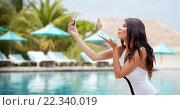 Купить «young woman taking selfie with smartphone», фото № 22340019, снято 6 августа 2015 г. (c) Syda Productions / Фотобанк Лори