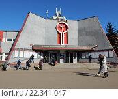 Купить «Вокзал станции Железнодорожная. Город Балашиха (бывший Железнодорожный). Московская область», эксклюзивное фото № 22341047, снято 23 марта 2016 г. (c) lana1501 / Фотобанк Лори