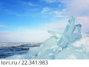Купить «Прозрачный голубой лед на замерзшем озере», фото № 22341983, снято 6 марта 2016 г. (c) Стивен Жингель / Фотобанк Лори
