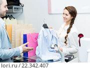 Купить «Smiling cashier and satisfied customer», фото № 22342407, снято 16 ноября 2019 г. (c) Яков Филимонов / Фотобанк Лори