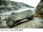 Камень у ледника (2011 год). Стоковое фото, фотограф Ольга Морозова / Фотобанк Лори