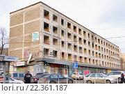 Выселенная пятиэтажка под снос, эксклюзивное фото № 22361187, снято 11 марта 2016 г. (c) Константин Косов / Фотобанк Лори