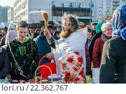 Купить «Священник освящает куличи и яйца в канун Пасхи», эксклюзивное фото № 22362767, снято 11 апреля 2015 г. (c) Алёшина Оксана / Фотобанк Лори