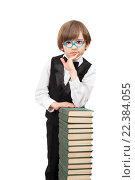 Купить «Умный мальчик в очках с кучей книг», фото № 22384055, снято 27 марта 2016 г. (c) Юлия Кузнецова / Фотобанк Лори
